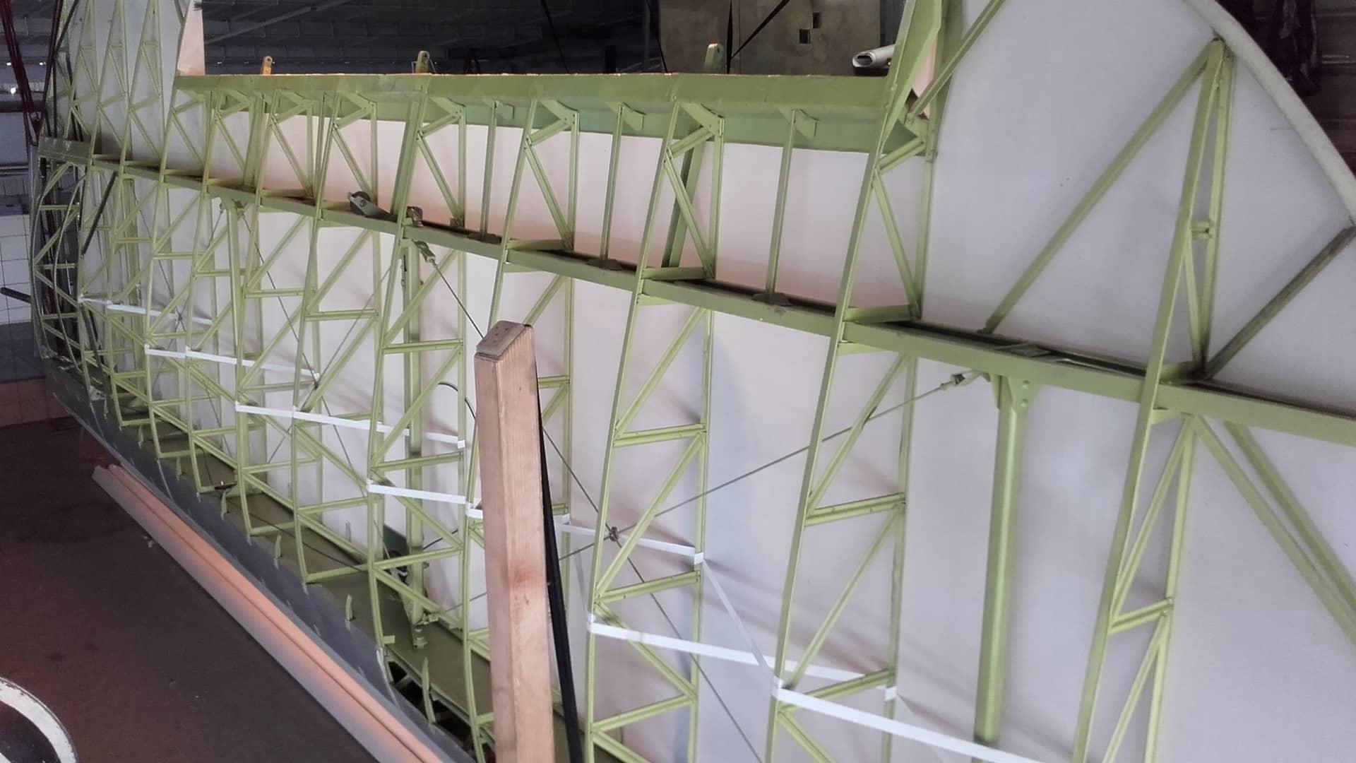 atelier-maintenance-aeronautique-entoilage-aile