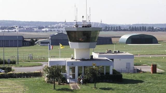 Tour de contrôle de l'aérodrome de Chavenay-Villepreux - LFPX
